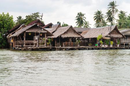 KRABI, THAILAND - 14 OCT 2014: Traditional Thai seafood restaurant on stilts over the water in Krabi, Thailand. Редакционное