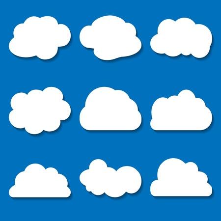 ブルーの背景にホワイト ペーパー雲のセット