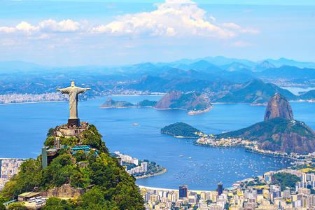 Vista aérea de Río de Janeiro con el Cristo Redentor y la montaña Corcovado. Brasil. América Latina, horizontal Foto de archivo