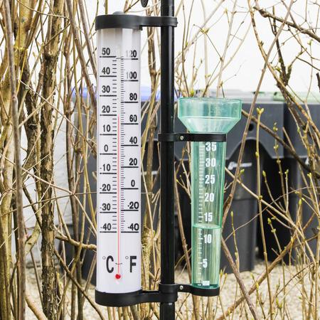 pluviometro: Thermometer and pluviometer in the spring garden