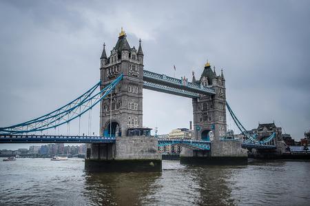 famous place: tower bridge, famous place in London