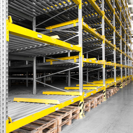 shelving: shelving gravity for pallets in a modern factory Stock Photo