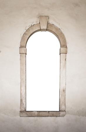 marco madera: Ventana de piedra antigua conveniente como un marco o borde. Foto de archivo