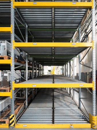 gravity: shelving gravity for pallets in a modern factory Stock Photo