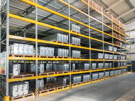 shelving gravity for pallets in a modern factory 版權商用圖片 - 48215965