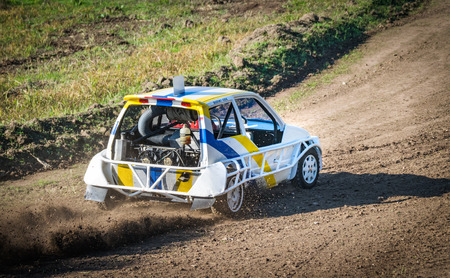 roll bar: Car during a stock car cross race. The league called stock car cross foresees the use of tuned cars on unpaved circuits.