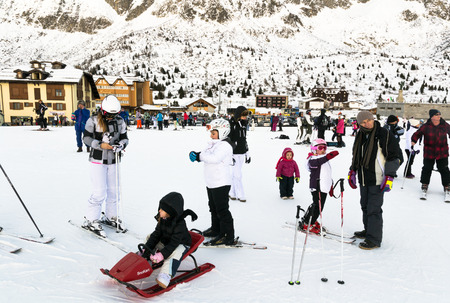 december 25: PONTE DI LEGNO, ITALY - DECEMBER 25: Families on holiday on the slopes of the Italian Alps on Thursday, December 25, 2014.