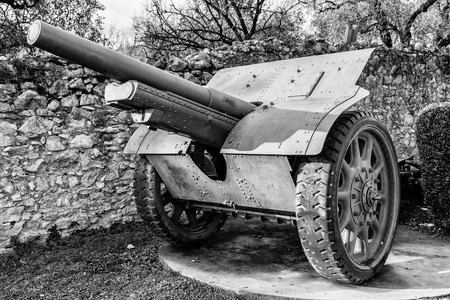 Cannon on wheels used by Italian soldiers during the World War I.