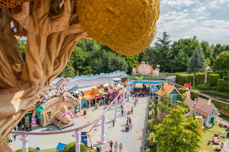 Castelnuovo Del Garda, Italy - September 8, 2015: Gardaland Theme Park in Castelnuovo Del Garda. Three million people visit the park on a yearly basis. 版權商用圖片 - 55989107