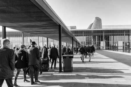 People come in new buildings fairs in Milan, italy. 版權商用圖片 - 58558780