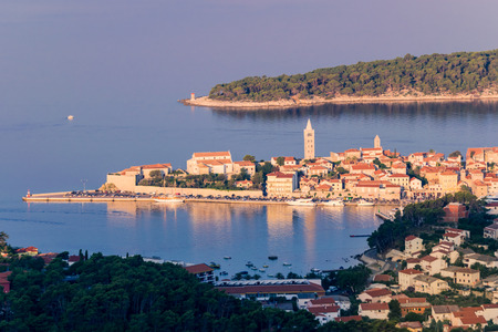 View of the town of Rab, Croatian tourist resort on the homonymous island. 版權商用圖片 - 65020040