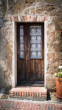 Old wooden door in a medieval village. Standard-Bild