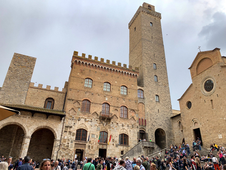 San Gimignano, Italy - April 25, 2019: View of San Gimignano, an Italian medieval village with characteristic stone towers. Redactioneel