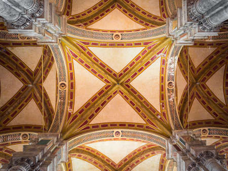 Pienza, Italy - April 23, 2019: The cathedral of Santa Maria Assunta is the main place of worship in Pienza. View of the decorated ceiling. 版權商用圖片 - 147471448