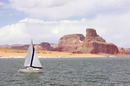 floatable: Sailboat floating in Lake Powell, USA