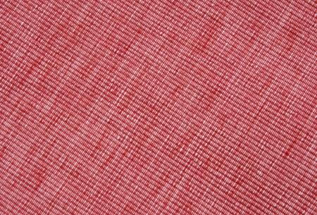 biased: Tovaglietta rossa in diagonale close up