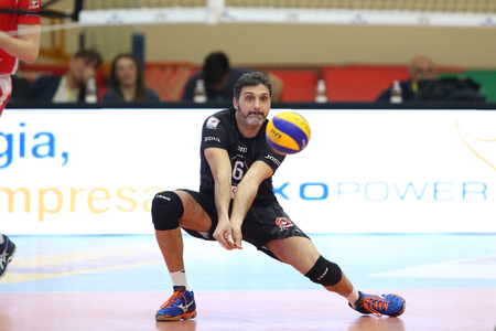 CASTELLANZA - VARESE ITALY. 26th March 2016:  a frontal shot of Samuele Papi reciving during the match   Revivre Milano - Lpr Volley Piacenza Editorial
