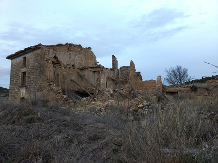 An abandoned and rumbled brick made country house during evening in the rural area of Zaragoza, Aragon region, Spain 写真素材