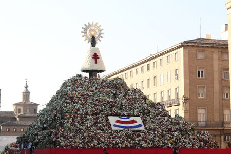 The traditional flowers offering hill and relics in the Pilar Square (Plaza del Pilar) during Pilar 2018 festival Éditoriale