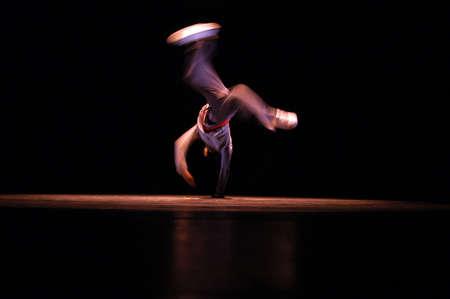 baile hip hop: Actuaci�n de baile de hip hop en la escena  Foto de archivo