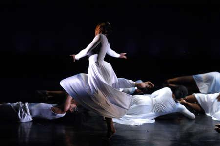 baile moderno: Se trata de un espect�culo de danza moderna Foto de archivo
