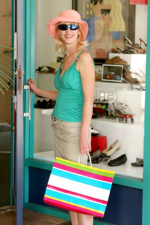 A summer dressed  girl shopping for shoes Stockfoto