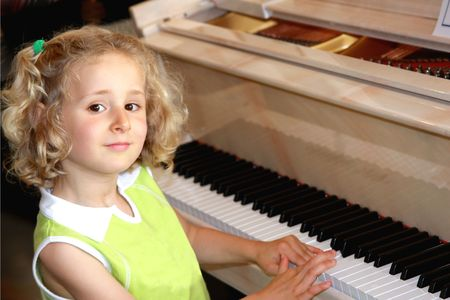 grand kid: Little pianista