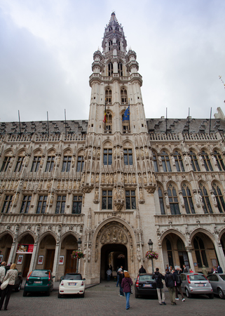 bruxelles: Brussels, Belgium - June 18, 2011: Tourists walking at Grand Place or Grote Markt Central square of Brussels