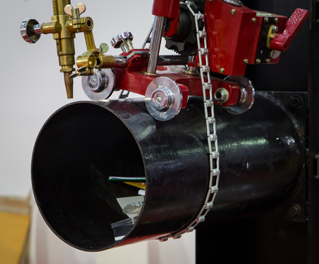 Hand pipe cutting manual machine operate on big pipe Фото со стока