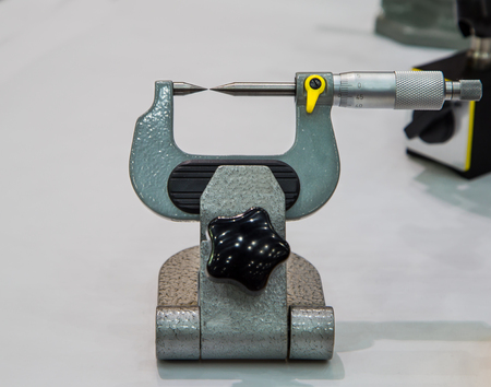 Micrometer gauge precision measuring dimension diameter thickness