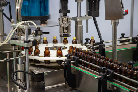 Production line of liquid filling and capping bottle machine Banque d'images