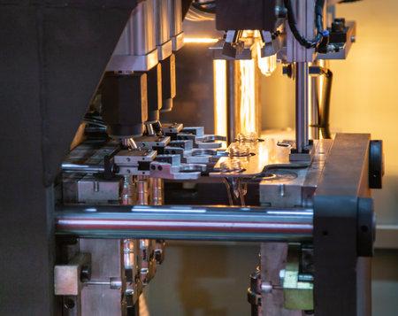 Raw material of PET plastic bottle on blowing machine pre-heat process Stok Fotoğraf - 106469715