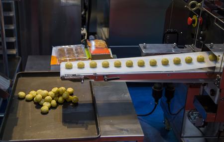 Dough divider and rounder dough ball making machine