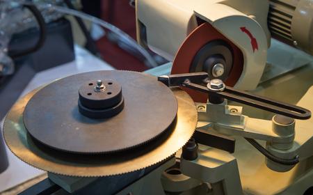 Circular carbide saw blade sharpener grinding machine
