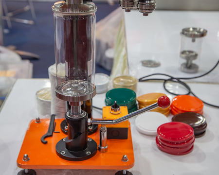 Manual ring pull can and plastic cap sealing machine