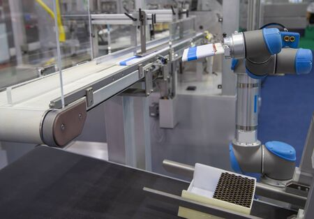 Automation robotic arm load aluminum tube to filling machine in production line