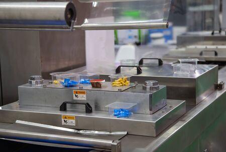 선형 트레이 식품 컵 열 밀봉 및 포장 기계
