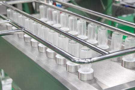 Inline glass bottle cleaning and dry machine Banco de Imagens