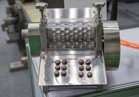 pharmaceutical drug pill pressing and packaging machine