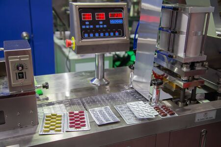 Capsule blister packing machine in pharmaceutical industrial