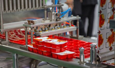Process of automatic sauce cups filling and sealing machine