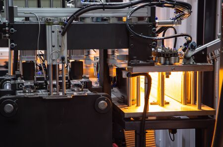 Process of PET plastic bottle on plastic Bottle blowing machine