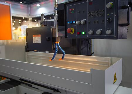 Fully automatic CNC hydraulic surface grinding machine Stok Fotoğraf - 128185594