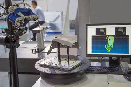 Optical 3D coordinate measuring machine scanning workpiece