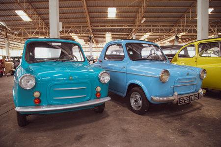 Nakhon Pathom, Thailand - August 3, 2019: Vintage car Piaggio Vespa 400 exhibit at vintage car collector garage in Nakhon Pathom province Redactioneel