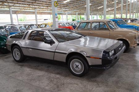 Nakhon Pathom, Thailand - August 3, 2019: Vintage car DMC DeLorean exhibit at vintage car collector garage in Nakhon Pathom province Redactioneel