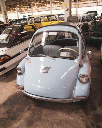 Nakhon Pathom, Thailand - August 3, 2019: Vintage Heinkel Trojan Bubble car exhibit at vintage car collector garage in Nakhon Pathom province Redactioneel