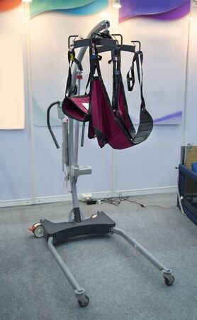 Hydraulic lifting device for patient in modern hospital