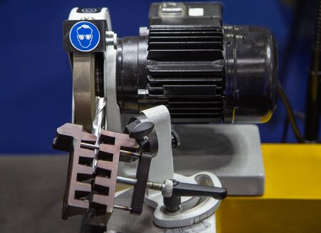 Carbide cutting tool sharpening for CNC machine, Industrial machinery Stockfoto