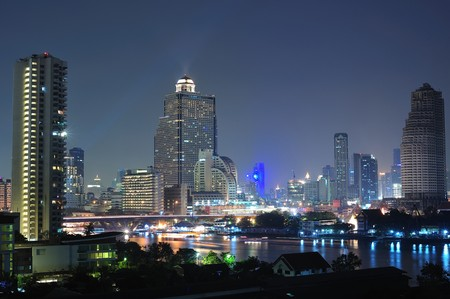 バンコクでタークシン橋の夜景